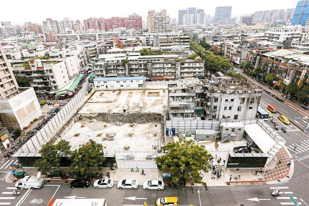 內政部預告修正「都市更新建築容積獎勵辦法」草案,將容積獎勵的項目及計算方式予以明...
