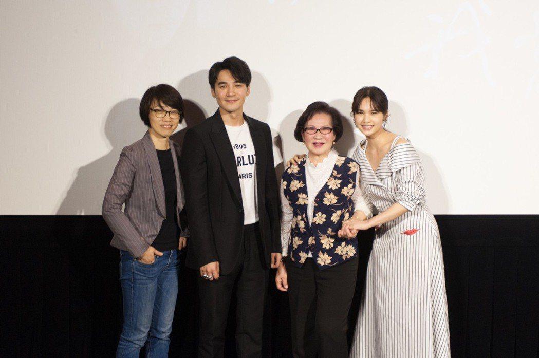 楊丞琳(右起)和王玫、是元介及導演周美玲一起出席首映。圖/中視提供