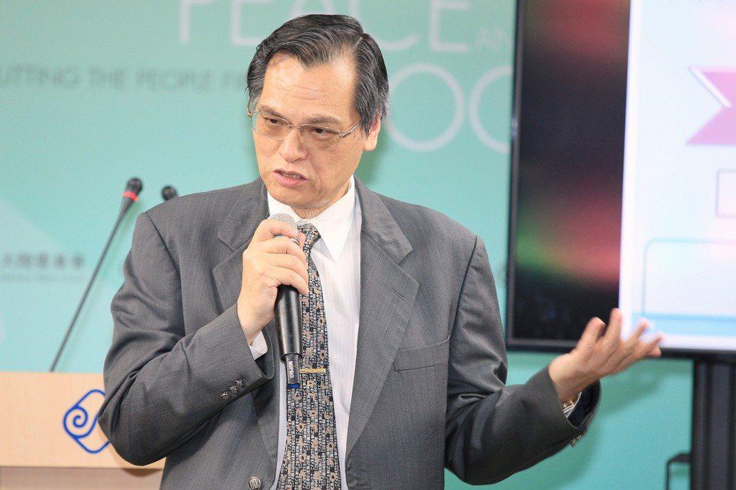 陸委會主委陳明通表示,主權與自由民主憲政,不得作為談判項目,未來將提高門檻監督機...