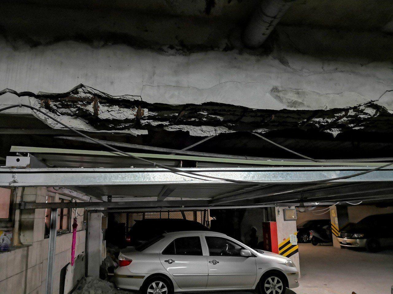 淡水東來大廈疏於管理維護又長期構造劣化,造成損壞情況日漸加劇,多次發生磁磚掉落等...