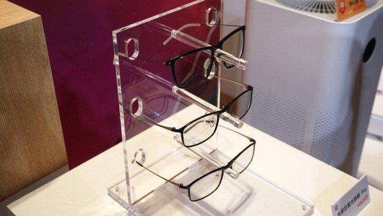 米家防藍光眼鏡,建議售價495元、米家防藍光眼鏡Pro,建議售價695元。記者黃...