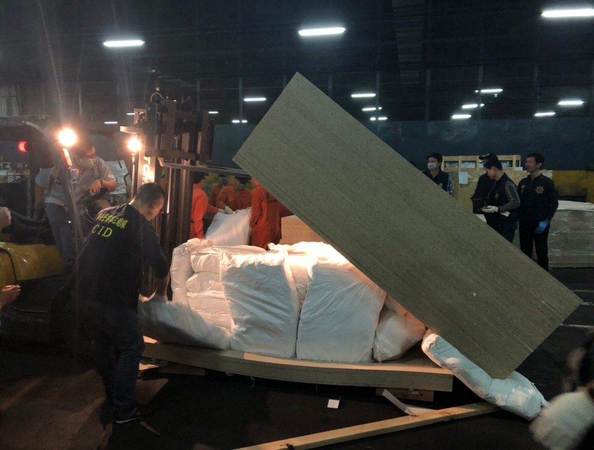檢警破獲貨櫃夾藏海洛因及K他命1.5噸,創國內史上運毒量最大宗紀錄,更查獲保三吳...