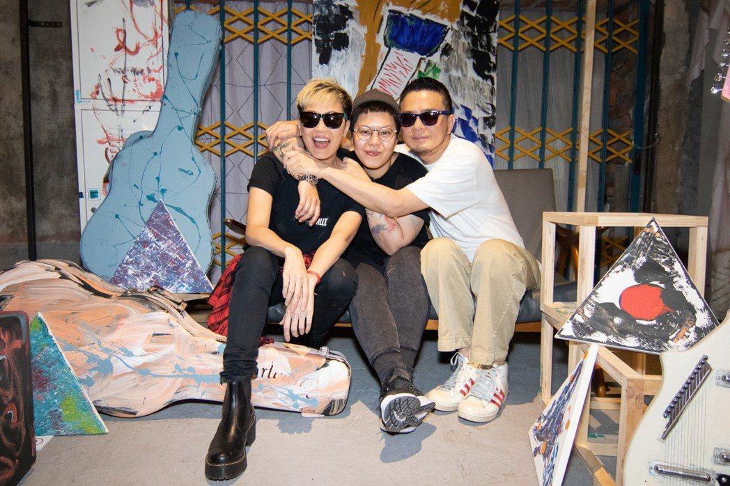 何韻詩(左起)、林二汶、黃耀明都到場支持。圖/余靜萍工作室提供