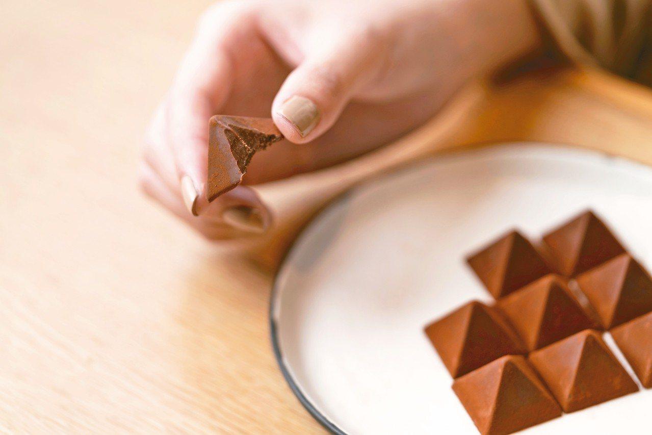 LeTAO皇家山峰巧克力,含紅茶口味9個、白桃伯爵口味9個,600元。 警長/攝...