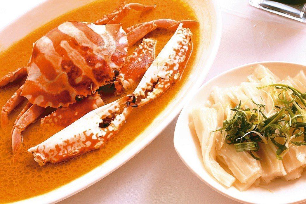 雞油花雕蒸大花蟹,味道鮮美,推出不久即贏得顧客口碑。 圖/葉一南
