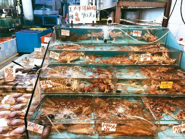 蝦、蟹、蜆、鮑魚、龍蝦全是鮮活。 圖/葉一南