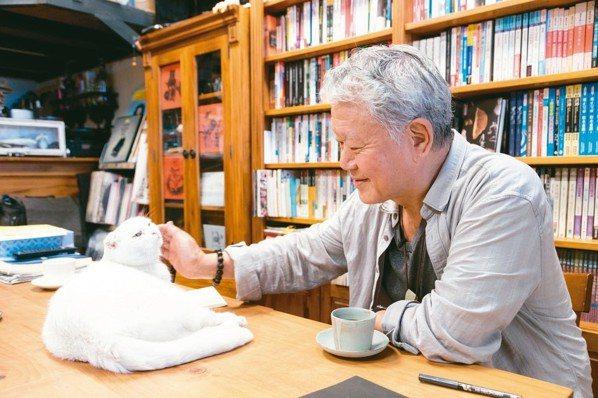 池上書局 089-862046蔣勳和兩隻店貓是好朋友。店面不大但理想大,設置...