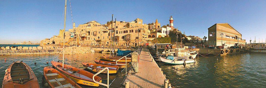 賈法港是全世界最古老的港口之一,如今變身為城內情侶、家庭的出遊首選。 圖/李俊明