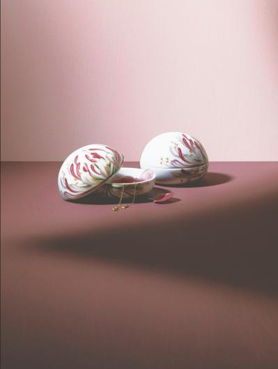 功能性:精巧美觀的造型下,兼具多功實用的設計,能做為珠寶盒、點心罐的復活節彩蛋,...