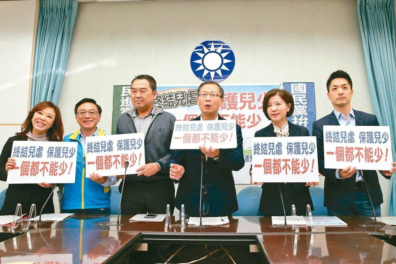 國民黨立委上午也舉辦記者會(右圖),宣示終結兒虐,保護兒少的立場。 記者許正宏/...