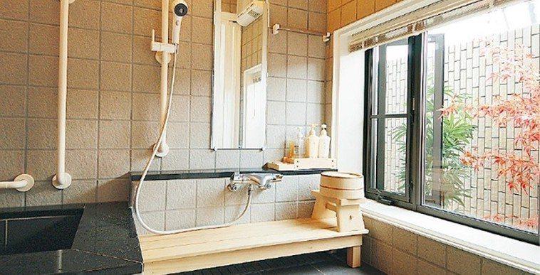 改建後的房子,全戶皆為無障礙設計,且在浴室即可觀賞戶外風景。(圖片來源:Pana...