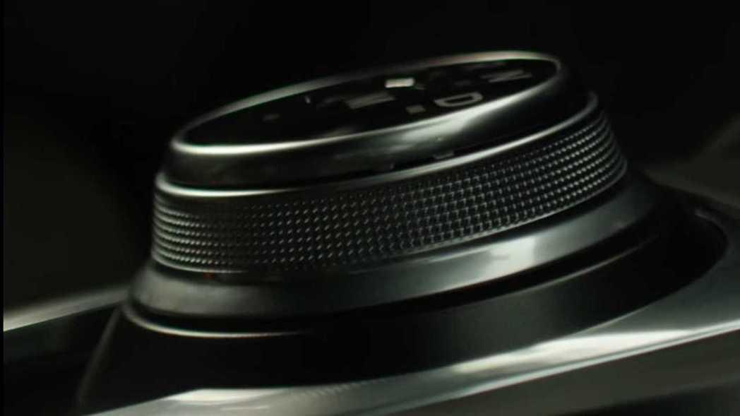 第三代Ford Kuga也使用旋鈕式換檔系統。 截自Ford Romanian ...