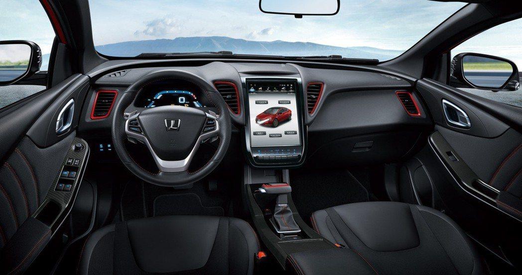 LUXGEN S5 GT225擁有全新GT化飾樣內裝,轎跑雙享,一車兩用,是消費...