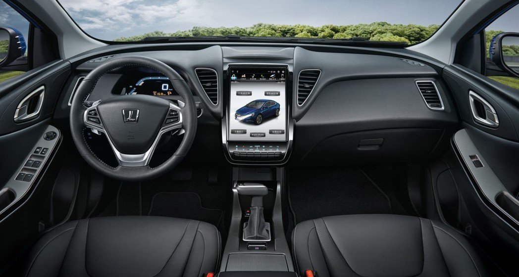 LUXGEN S5 GT 車系全面搭載12吋大螢幕、遊艇式排檔桿,內裝質感大躍進...