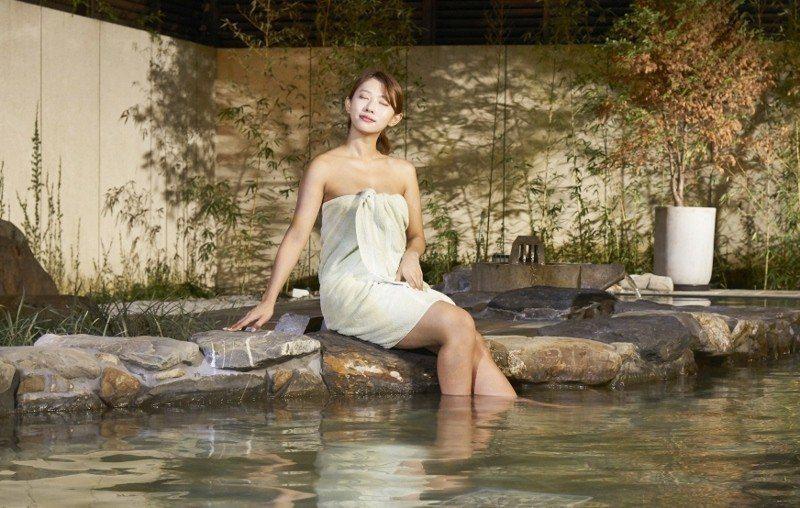 宜蘭力麗威斯汀位於員山鄉,擁有在地優質碳酸氫鈉泉。圖為露天溫泉區。 業者/提供