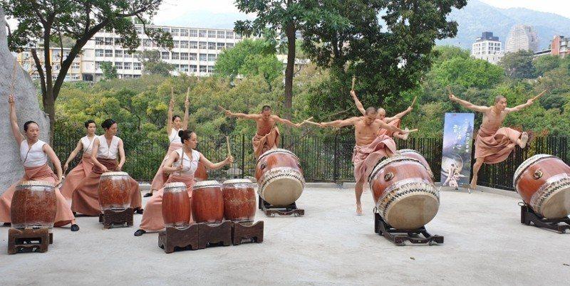 優人神鼓日前以動人的擊鼓樂章,宣傳明池水劇場首演。 徐谷楨/攝影