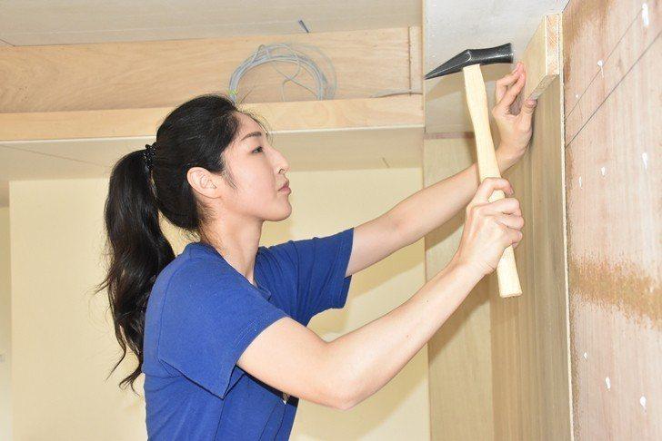 已有裝潢木工乙級技術士證照的黃少彤,盼趁工作之餘,努力考取建築物室內裝修工程管理...