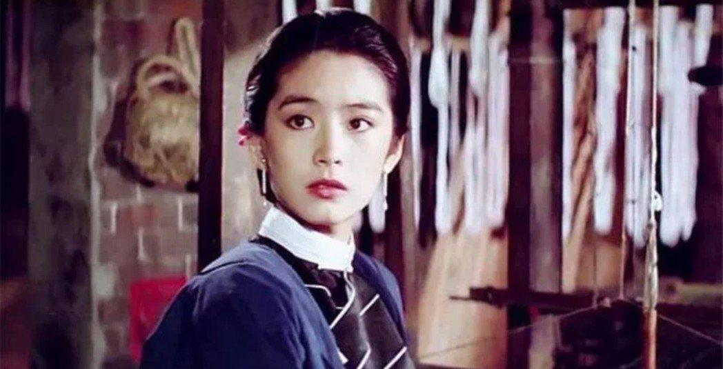 林青霞在「碧血黃花」扮相極美。圖/翻攝自YouTube