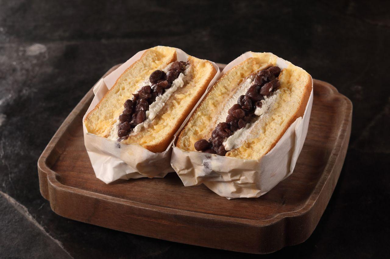 輪番推出季節限定外帶選項紅豆、鳳梨、芒果厚鬆餅三明治選項。圖/台北晶華酒店提供