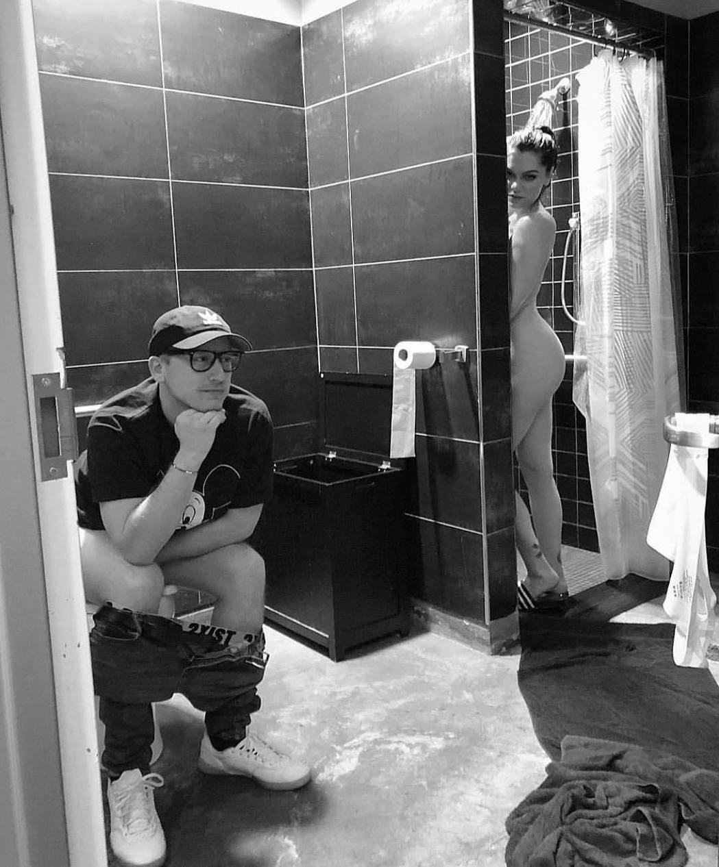 潔西J的男性閨密發布這張大膽照片,祝賀她31歲生日。圖/摘自Instagram