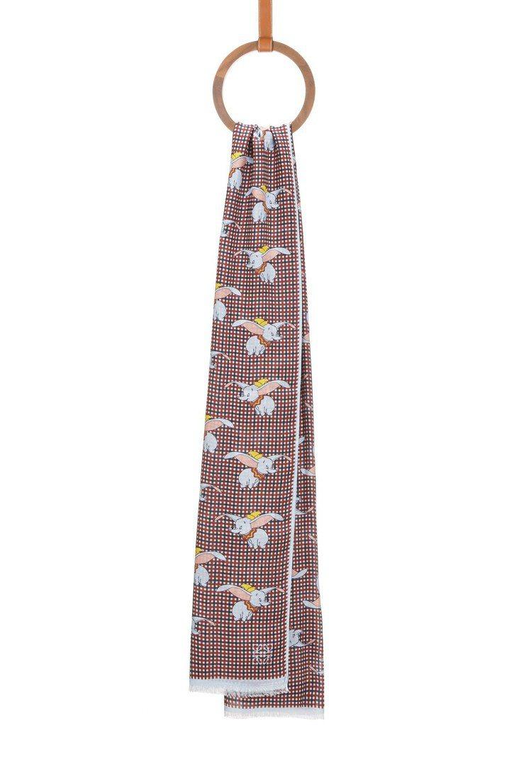 小飛象紅白格紋圍巾,售價16,000元。圖/LOEWE提供