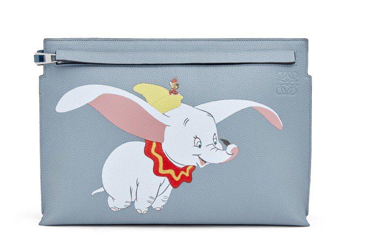 T-Pouch石藍色小牛皮手拿包,售價41,000元。圖/LOEWE提供