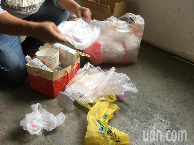 一次性塑膠袋不環保。記者陳雅玲/攝影