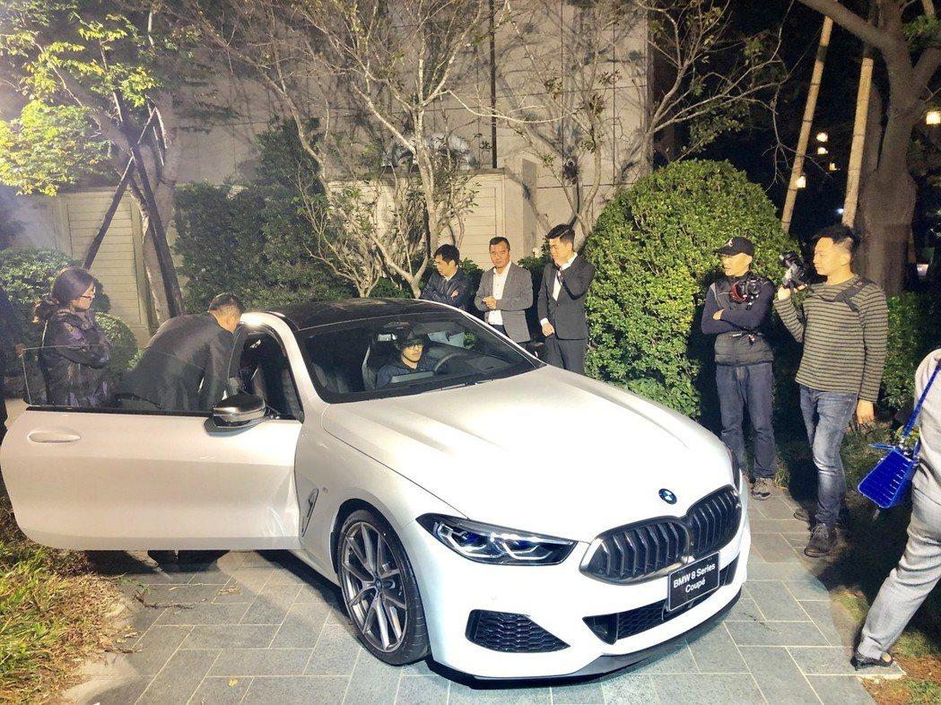 「國聚花園御所」展演現場首次曝光的傳奇大型房跑BMW M850i。記者宋健生/攝...