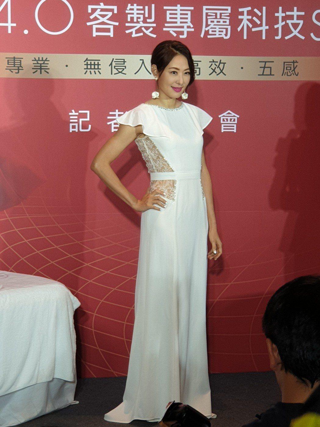 賈永婕裙子底下穿著平底鞋。記者李姿瑩/攝影