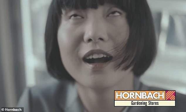 德國DIY連鎖商場霍恩巴赫推出一隻新廣告,將從事園藝工作的白人男子髒衣服描述成「...
