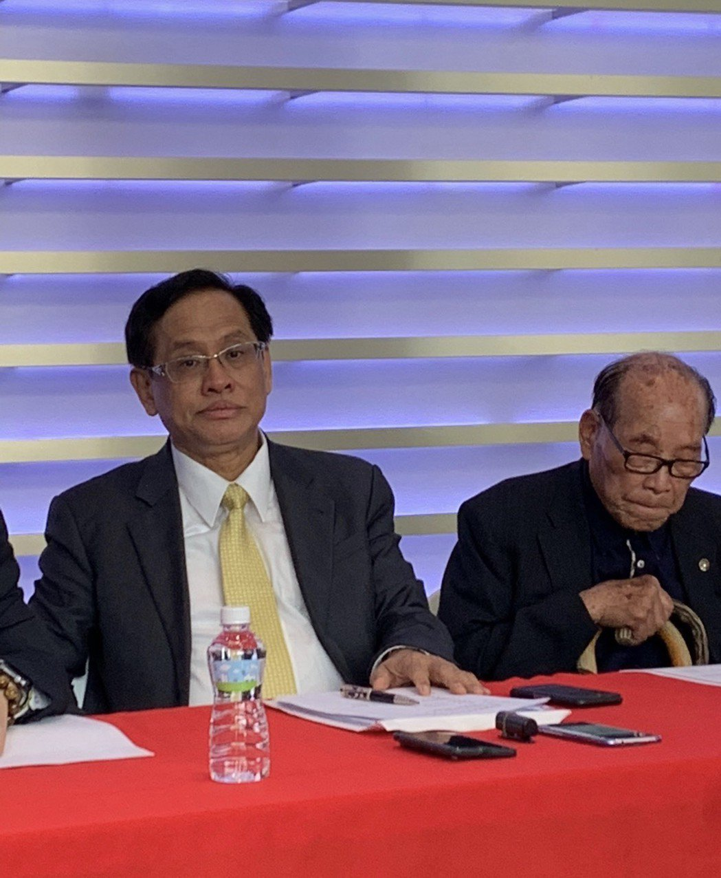 民視董事長郭倍宏(左)、榮譽董事長田再庭出席記者會。記者陳慧貞/攝影
