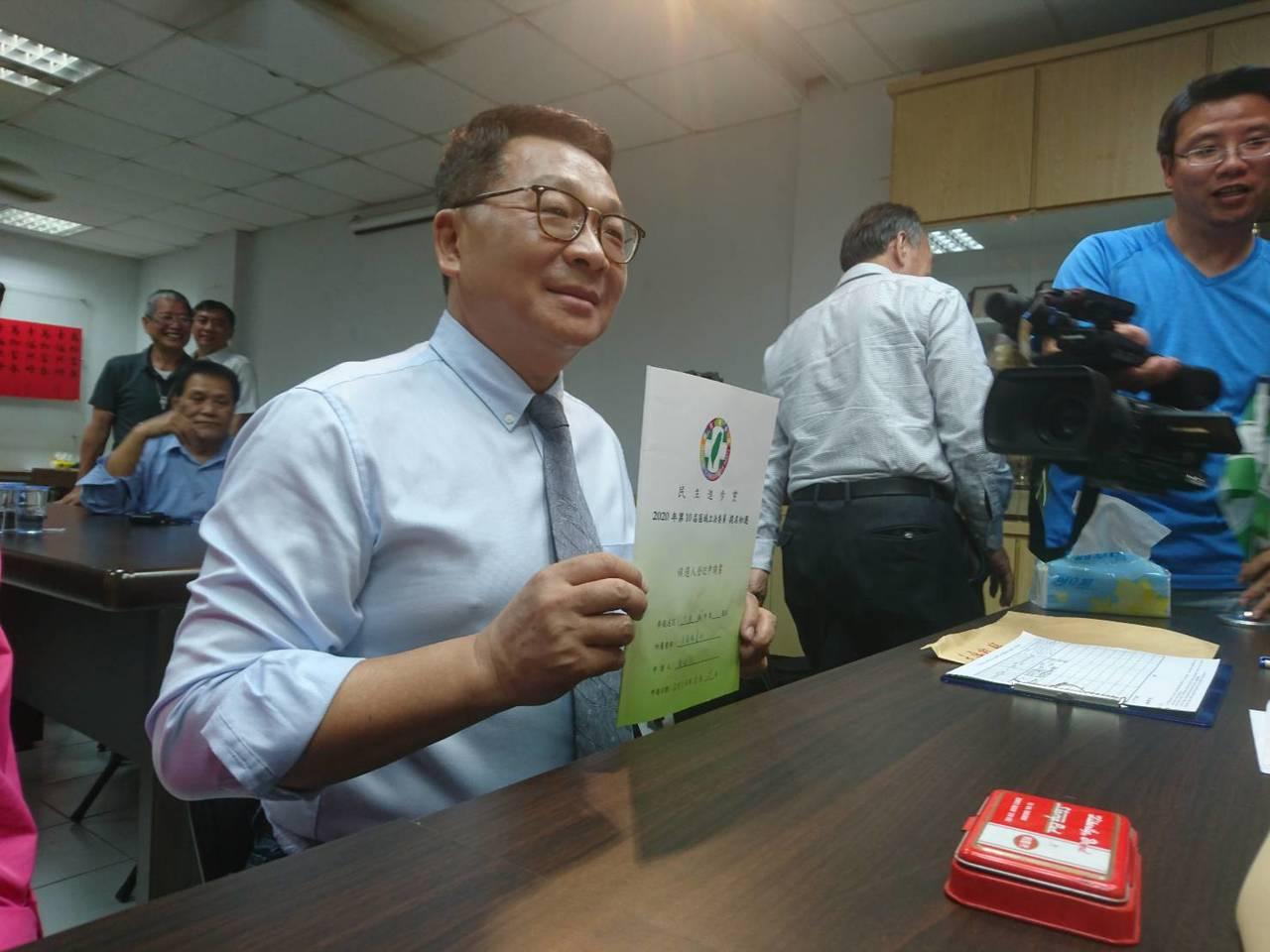民進黨宜蘭縣立委初選,現任立委陳歐珀今天完成登記,將爭取連任。記者羅建旺/攝影