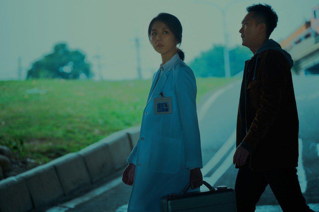 邵雨薇與施名帥在限制級驚悚片「緝魔」中有精彩演出。圖/華映提供