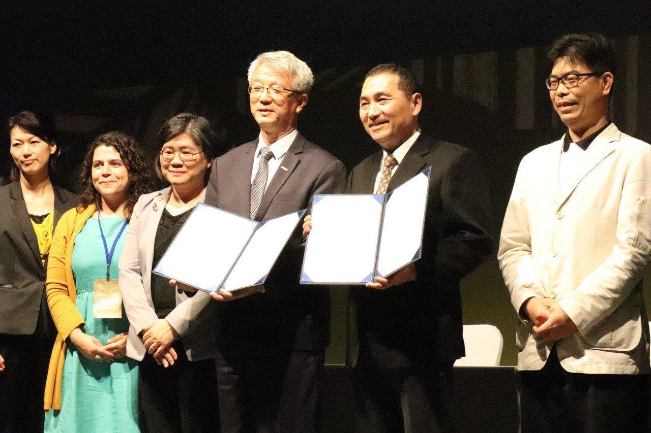 新北市長侯友宜今出席IFOAM Asia「亞洲有機行銷智能中心」研討會,並與IF...