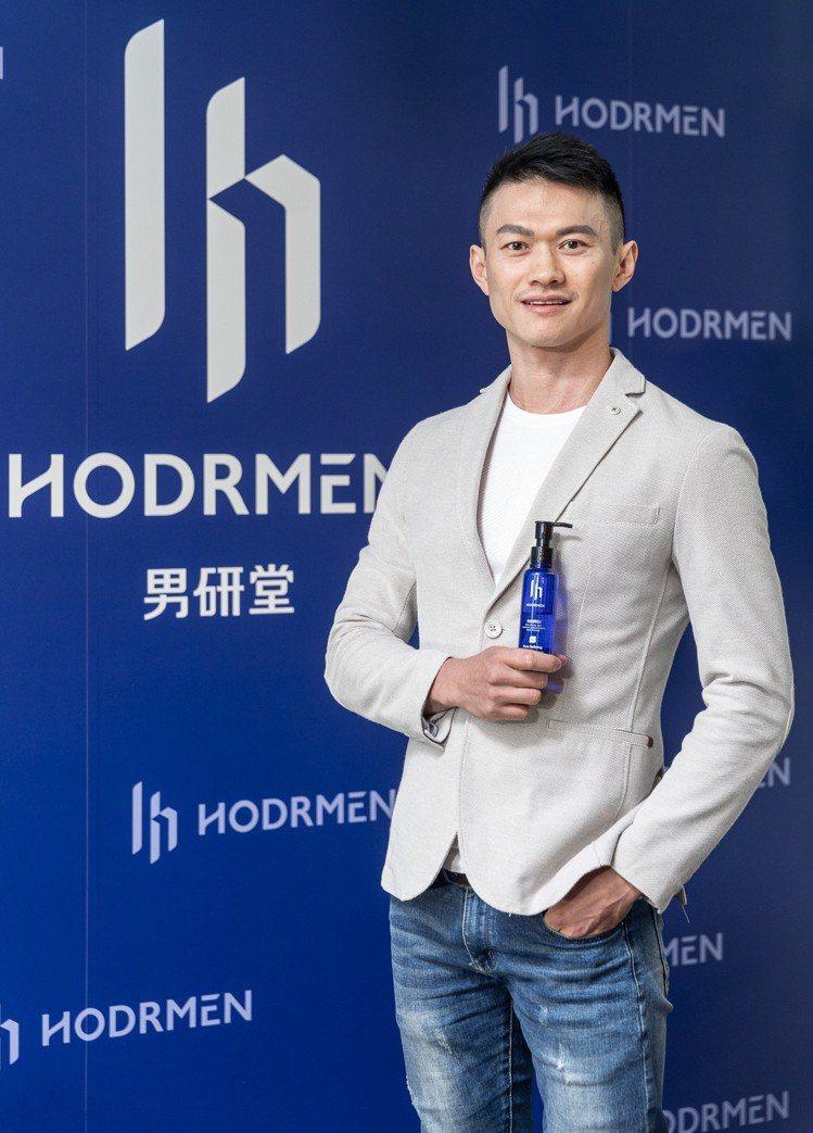MIT新興男性保養品牌「HODRMEN男研堂」由兩個深受肌膚困擾的七年級生所創立...
