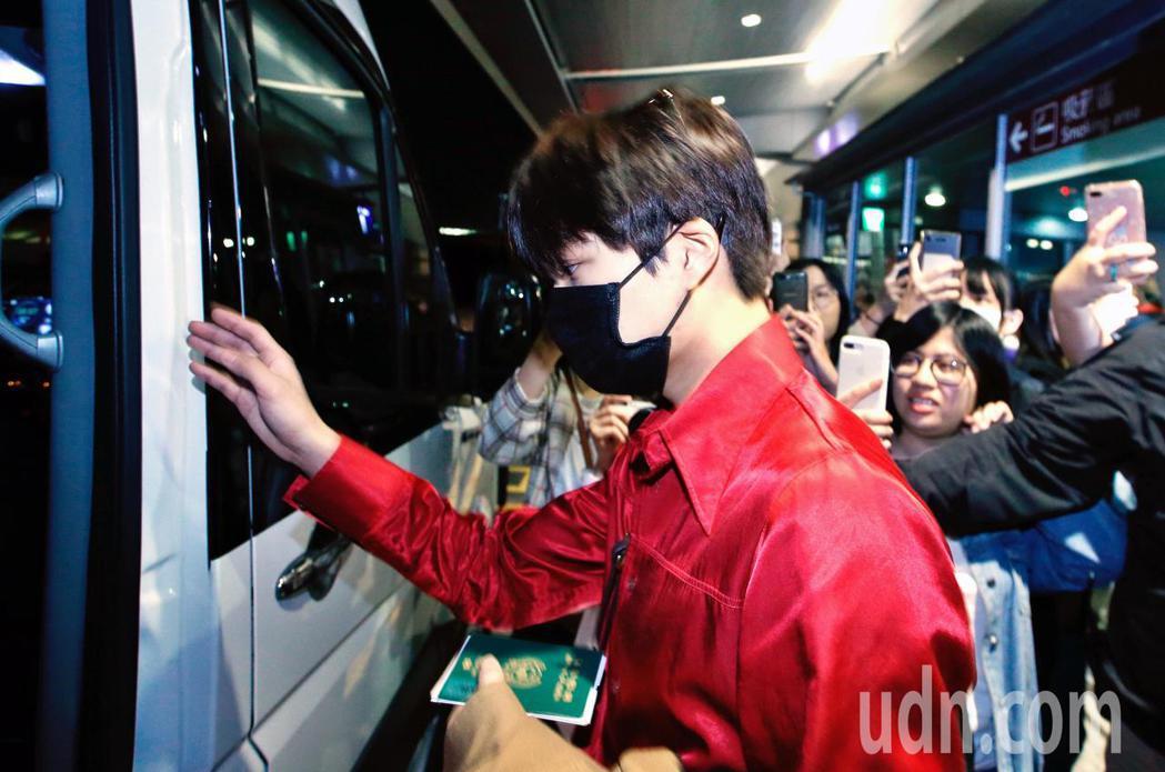 韓團EXO的Kai傍晚抵台。記者鄭超文/攝影