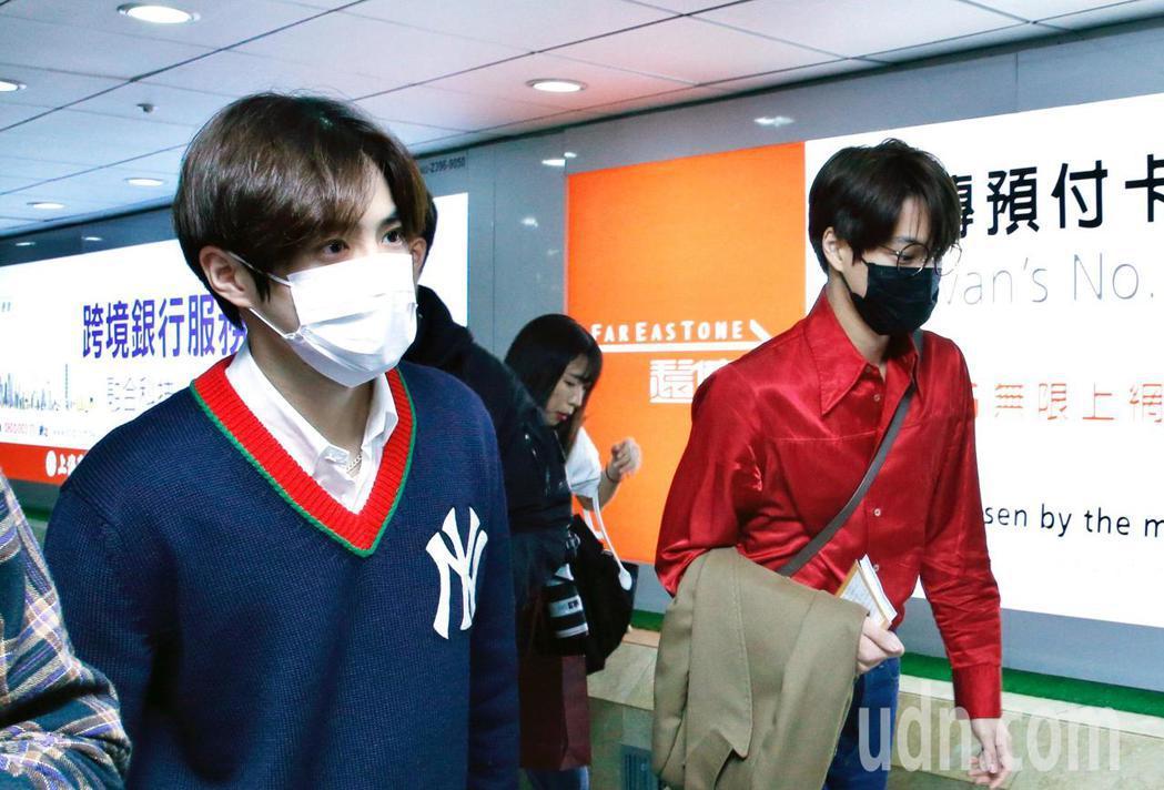 韓團EXO的Suho與Kai傍晚抵台。記者鄭超文/攝影