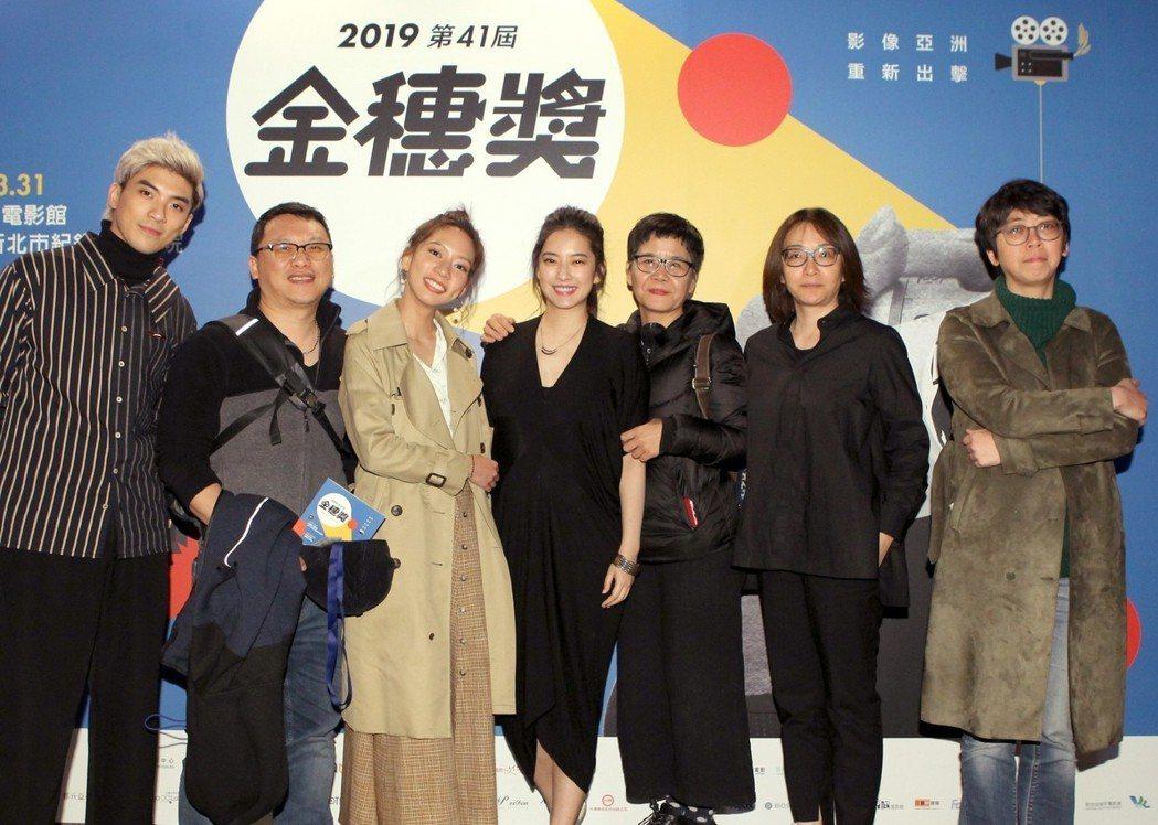 「我們與惡的距離」成為金穗獎開幕片,林哲熹(左)、製作人湯昇榮、陳妤、周采詩、編...