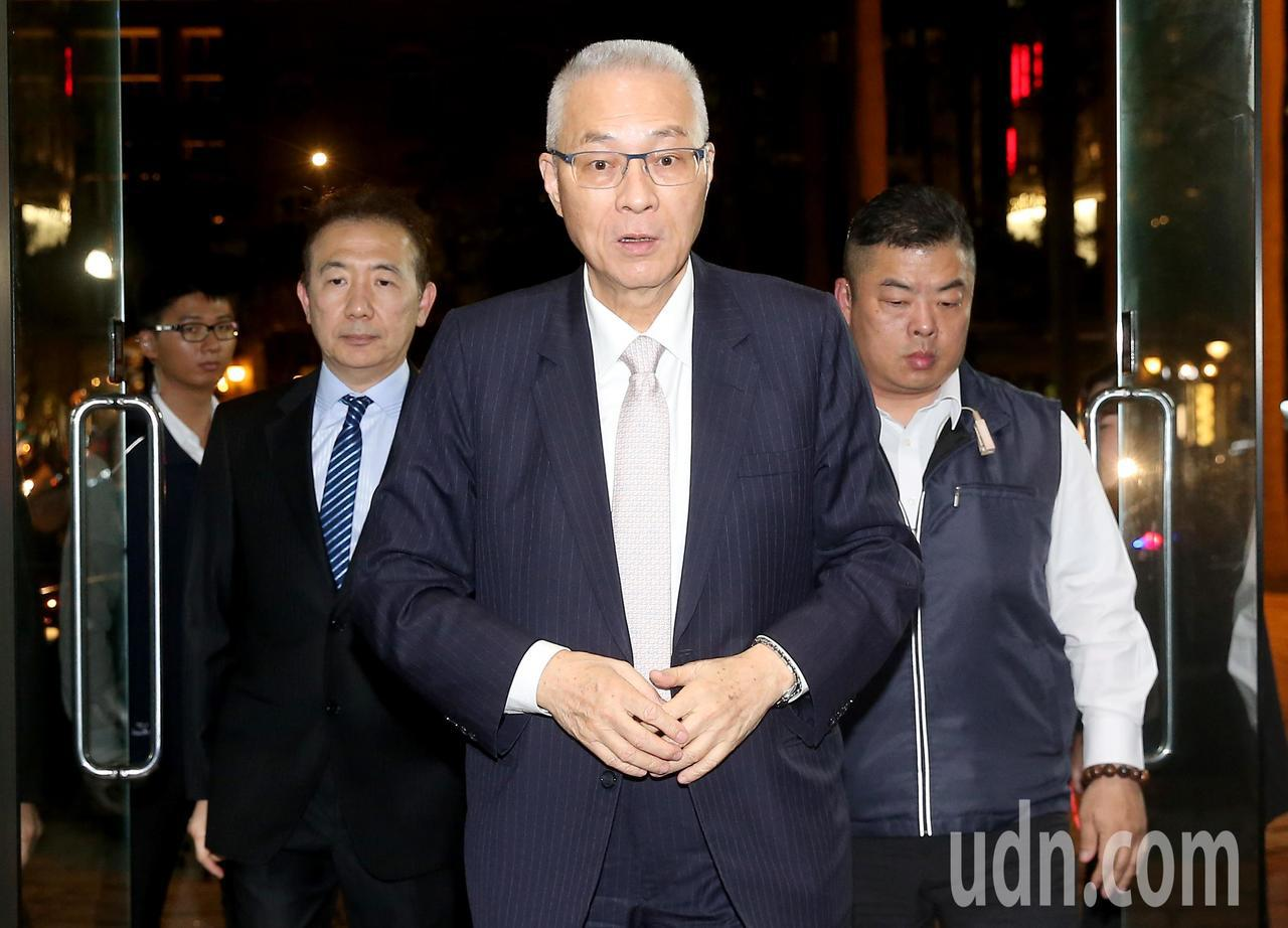 國民黨主席吳敦義(中)出席第19屆金峰獎頒獎晚會。記者余承翰/攝影