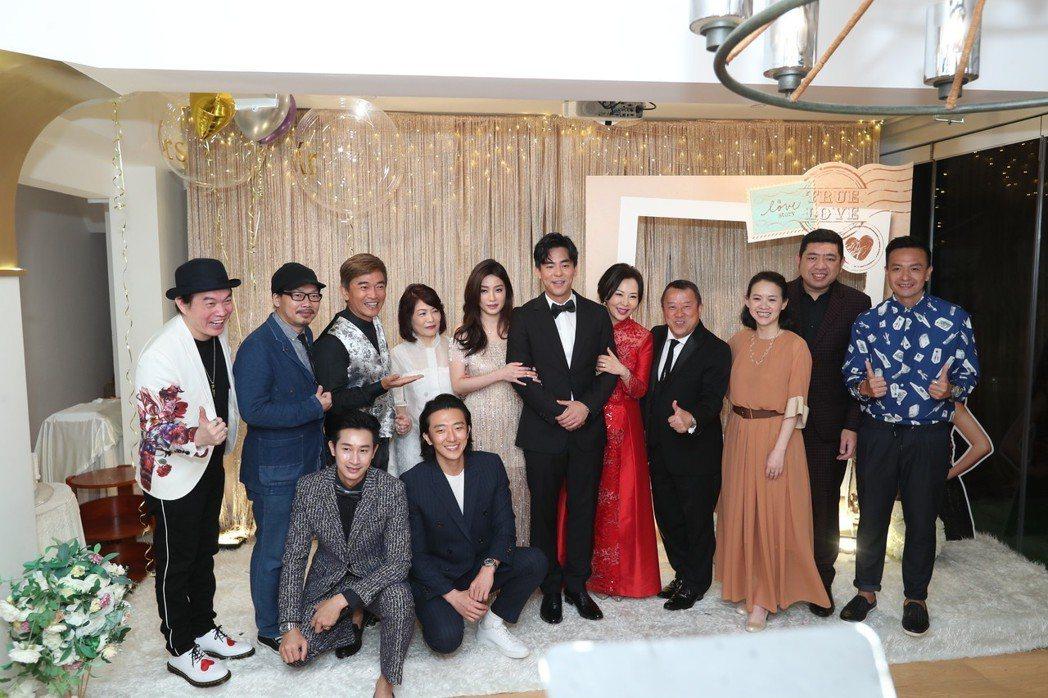 柯有倫在香港補辦婚宴,爸爸柯受良的好友大咖陳可辛、張學友、任賢齊、曾志偉、曾寶儀...