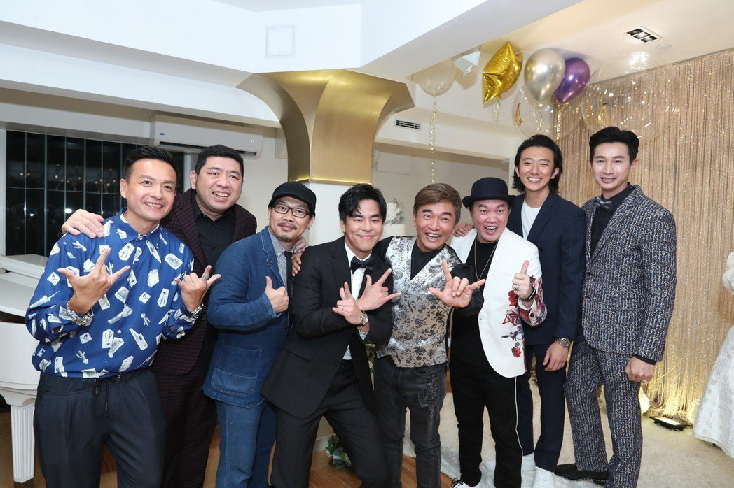 柯有倫香港婚宴,好友Darren(右起)、懷秋、康康、吳宗憲、方文山、NONO、...