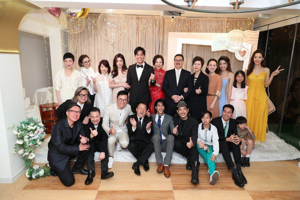 柯有倫在香港補辦婚宴,爸爸柯受良的好友大咖陳可辛、張學友、任賢齊、曾志偉、曾寶儀