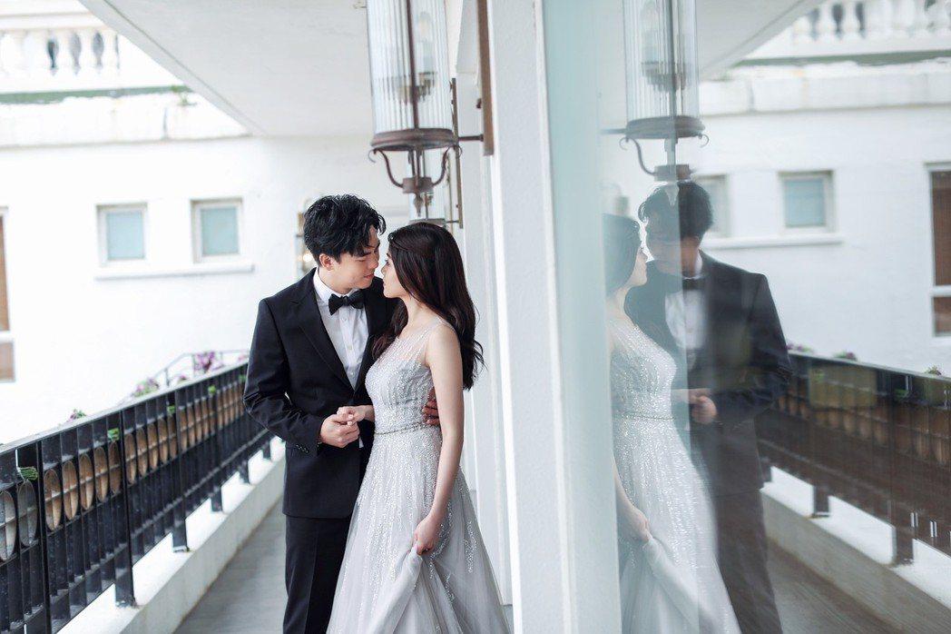 柯有倫與愛妻Donna在香港補辦喜宴。圖/林莉婚紗提供