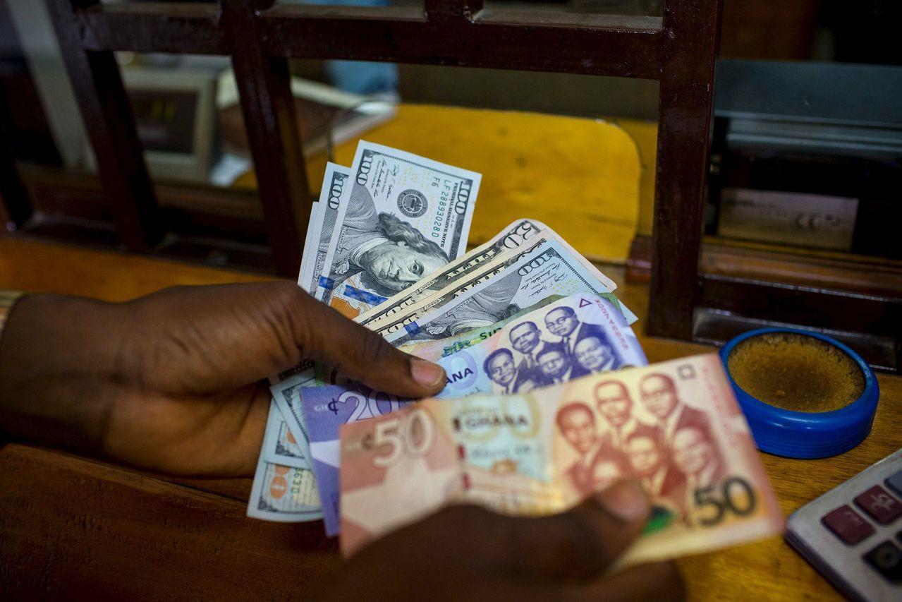 外資大舉賣出迦納資產,拖累迦納幣塞地貶值。路透