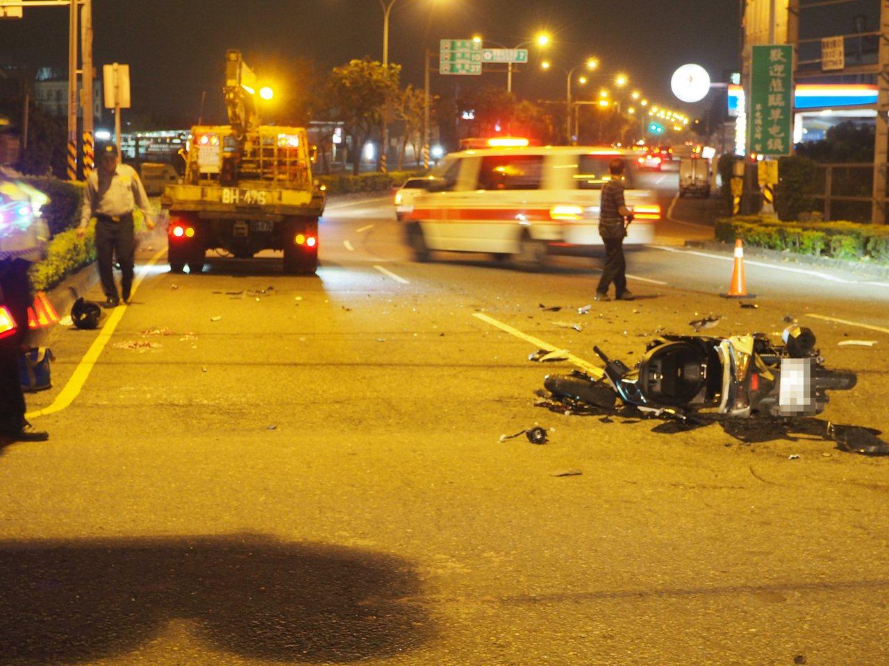 南投縣中投快速道路下路口晚間傳汽機車對撞車禍,造成1死2傷悲劇。圖/讀者提供