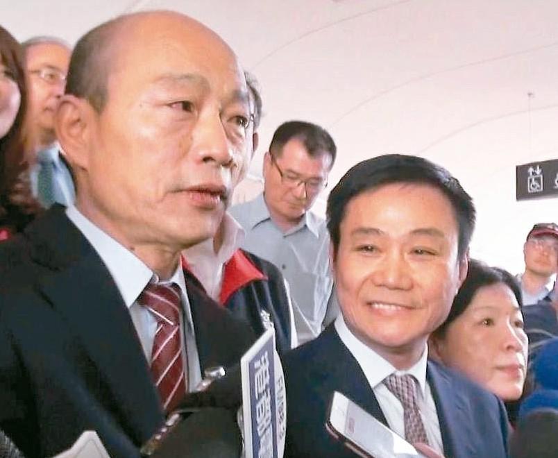 高雄市長韓國瑜昨拜訪市議會,獲議長許崑源(右)力挺。 記者楊濡嘉/攝影