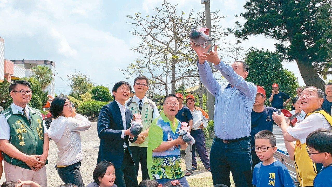 台南市鴿笭文化季昨天在學甲頂洲國小正式登場。 記者吳淑玲/攝影