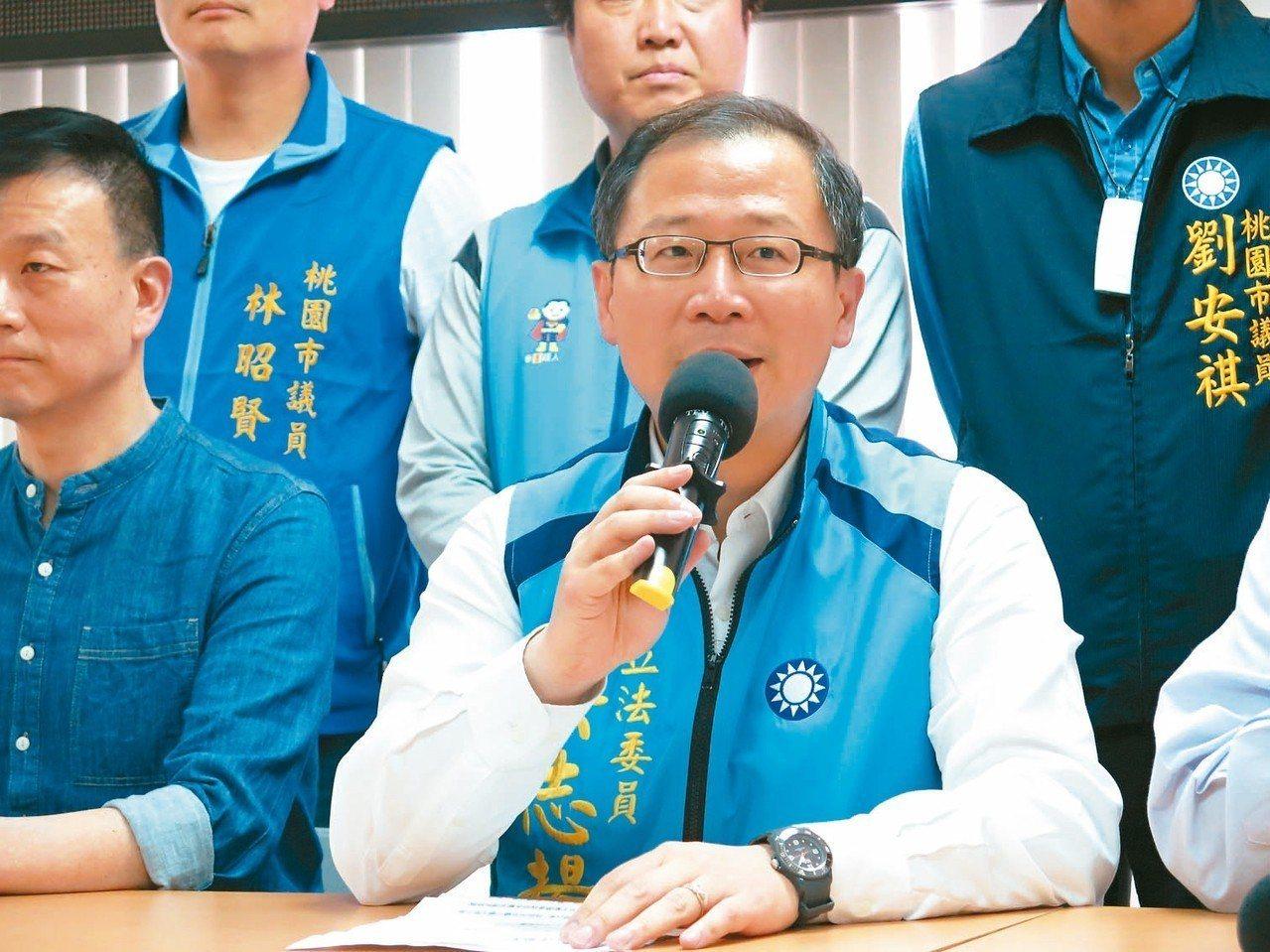 不分區立委吳志揚昨天宣布退出第三選區,將改戰第二選區。 記者張裕珍/攝影