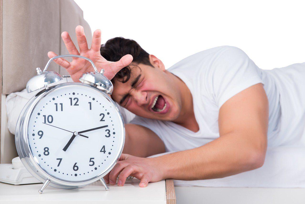 示意圖。台灣睡眠醫學學會最新調查研究發現,全台固定白班工作人員,慢性失眠症盛行率...