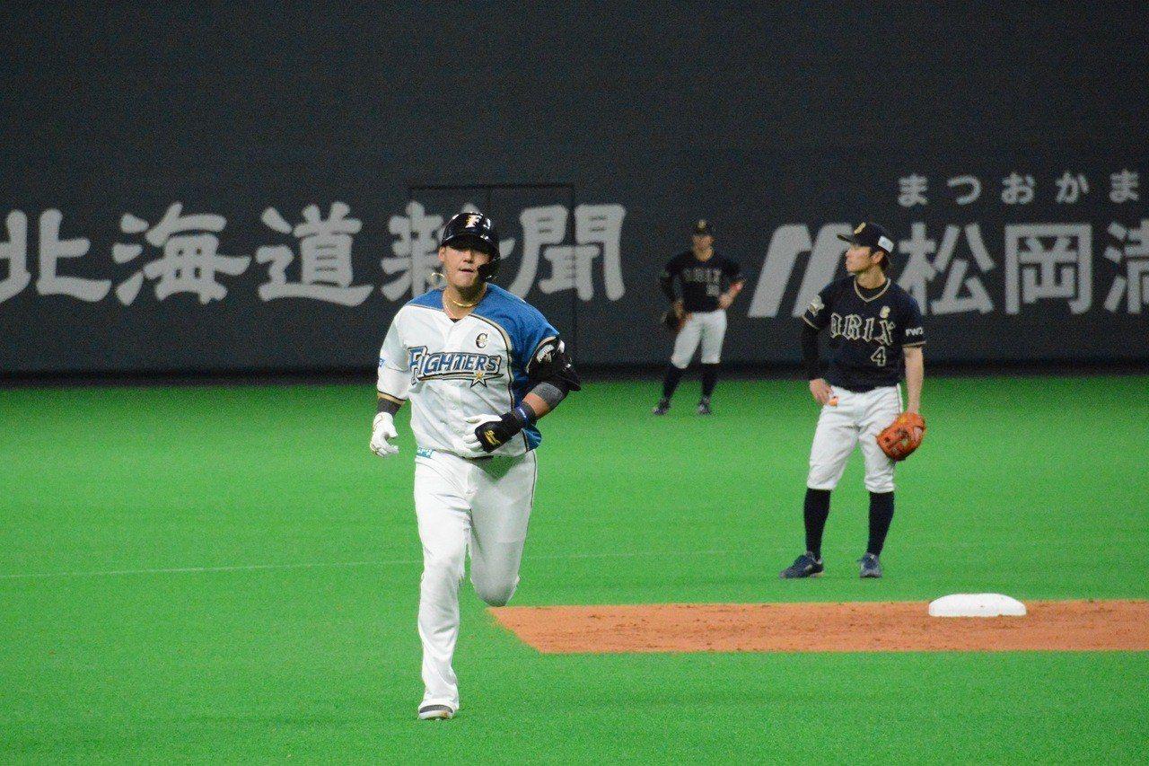 中田翔擊出兩分砲。 特派記者蘇志畬/攝影